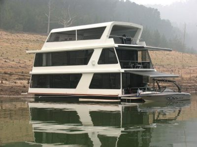 Linden Marine houseboat builder Waterfront
